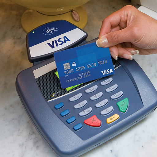 Carta Visa che usa contactless